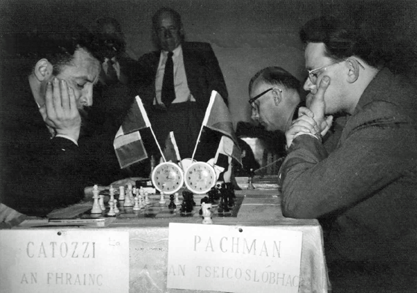 Dublin Zonal: Henry Catozzi, FRA, left, GM Ludek Pachman, CZE, right and beyond Pachman, IM T.D. Van Scheltinga, NED (photo Joe Keenan)
