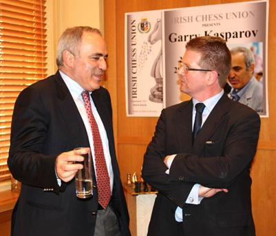 Garry Kasparov speaks with Michael Diskin at the Press Conference